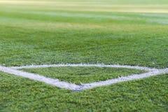 足球场,绿草的样式的角落橄榄球体育的,橄榄球,体育纹理,选择聚焦 免版税库存照片