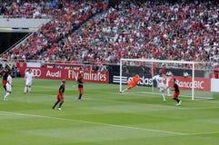 足球守门员防御-行动-体育迷 免版税库存图片