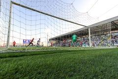 足球或橄榄球 看法从目标的后面 库存图片