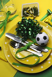 足球橄榄球庆祝当事人在黄色和绿色的表设置-垂直。 免版税库存图片