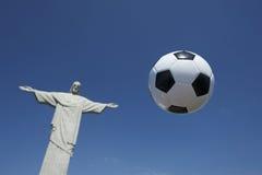 足球橄榄球浮动在Corcovado里约 库存照片
