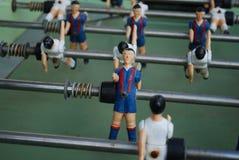 足球运动员图从金属的,以青红色形式 免版税库存照片