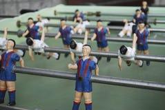 足球运动员图从金属的,以青红色形式 免版税图库摄影