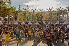 足球迷在新的马拉卡纳体育场内 免版税库存图片