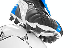 足球鞋类和球 库存照片