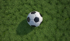 足球/橄榄球特写镜头在草草坪。顶视图。 库存图片