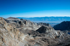 从足迹冠的看法惠特尼峰的 免版税库存照片