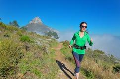 活跃妇女赛跑者奔跑足迹 库存图片