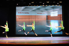 跃迁训练这排练教室这全国舞蹈训练 库存图片