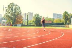 跑一个人的一个大体育场 库存照片