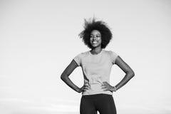 跑一名年轻非裔美国人的妇女的画象户外 库存图片