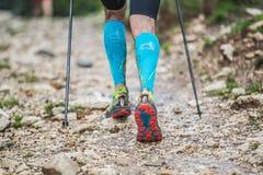 跑一场马拉松的人在Transilvania,罗马尼亚 免版税库存图片