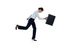 跑与公文包的女实业家 免版税库存照片