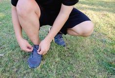 跑为健康的一个肥胖人开始 免版税库存图片