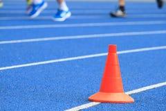 跑在体育场的人们 免版税图库摄影