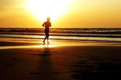 跑在太阳下 免版税库存照片