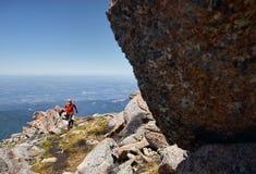 跑在山的足迹 免版税图库摄影
