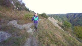 跑在山路的女孩运动员 影视素材