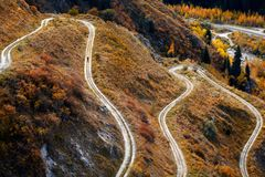 跑在山路的足迹 图库摄影