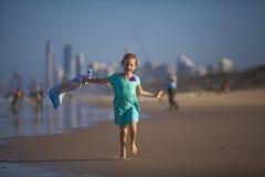 跑在海滩的女孩 库存照片