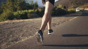 跑在路的适合的公慢跑者 影视素材