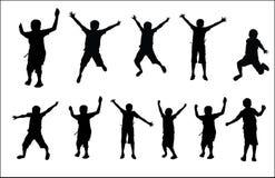 跑小组愉快的小学生活跃跳跃的跳舞演奏孩子孩子儿童剪影乐趣体育党跃迁跳跃舞蹈 库存照片