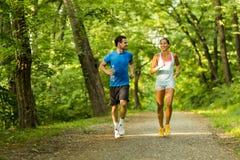 跑本质上的青年人 免版税图库摄影