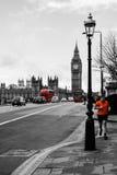 跑横跨桥梁的人 免版税库存照片