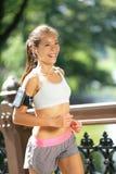 跑步与音乐的城市赛跑者在纽约城 免版税库存照片