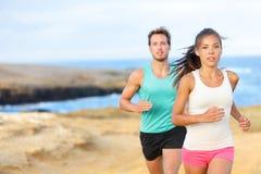跑步为健身连续外部的人们 图库摄影