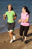 跑步二名妇女 免版税库存图片