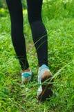 跑步在森林里 免版税图库摄影