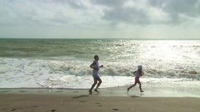跑步在海滩 股票视频