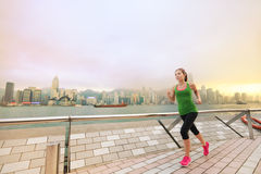 跑步在香港的亚洲中国妇女赛跑者 库存图片