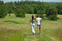 跑步户外夏天年轻人的夫妇 库存照片