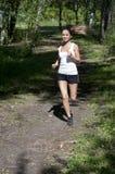 跑步的公园夏天妇女年轻人 库存照片