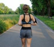 跑步的公园妇女 免版税图库摄影
