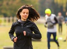 跑步的女孩赛跑 库存照片