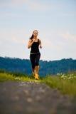 跑步的女孩 免版税图库摄影