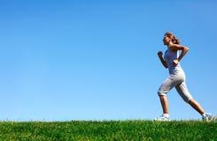 跑步的妇女。 库存图片