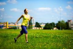跑步的妇女 免版税库存图片