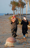 跑步的穆斯林二名妇女 免版税库存图片