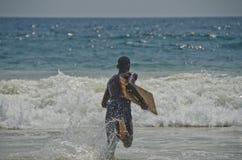 跑沿海滩 免版税库存图片