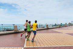 跑的人- Corso意大利是热那亚,意大利主要散步  免版税库存照片