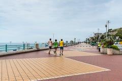 跑的人- Corso意大利是热那亚,意大利主要散步  免版税库存图片