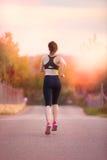 跑的妇女跑步或 库存照片