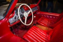 跑车奔驰车300 SL Gullwing小轿车的客舱, 1955年 图库摄影