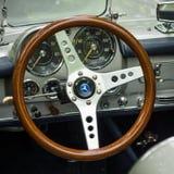 跑车奔驰车SL190的客舱 免版税库存照片