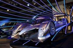 跑车标致汽车在售车行中在巴黎 库存照片