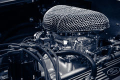 跑车谢尔比AC眼镜蛇427的引擎, 1966年 免版税库存照片